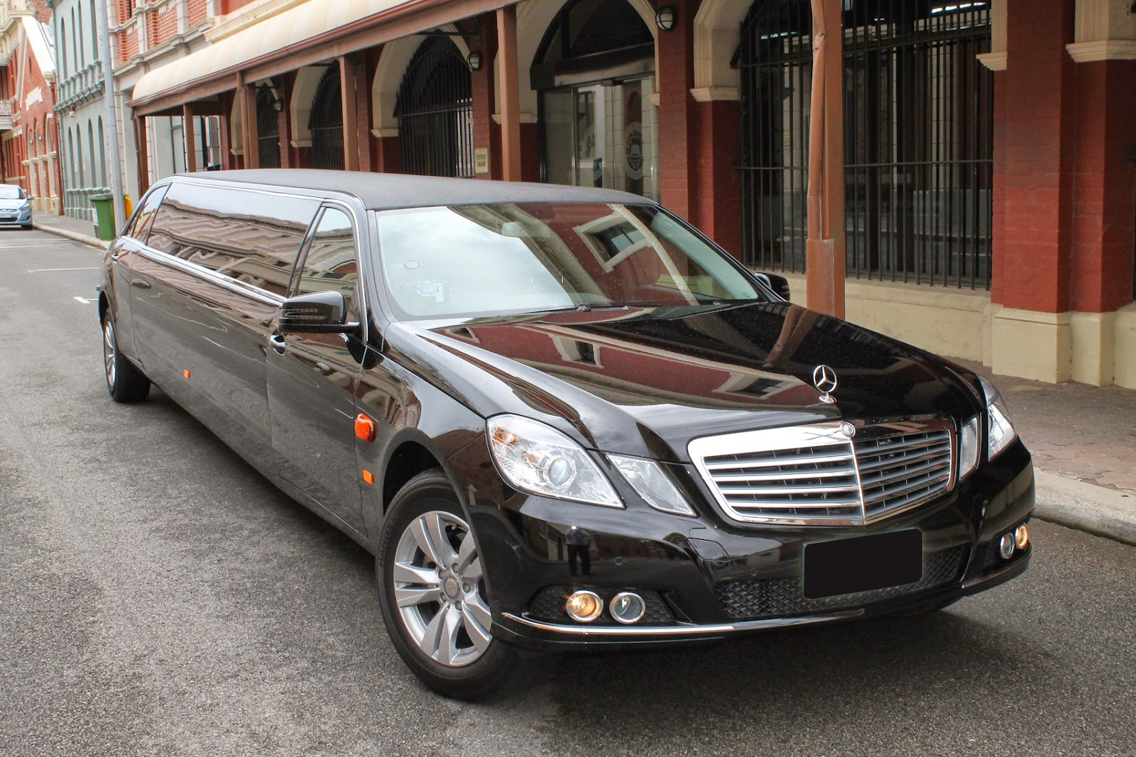 Top 5 Luxury Chauffeur Cars That People Love To Hire In Melbourne